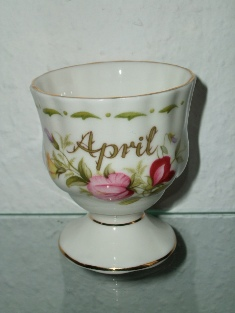 Royal Albert - April (Flower of the Month Series - mark green)